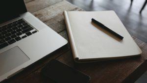 Sisältösparrauspalvelu-kuva-laptop-vihko-kynä